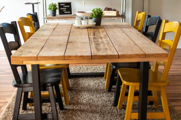 HIER Achterhoek tafel met stoelen